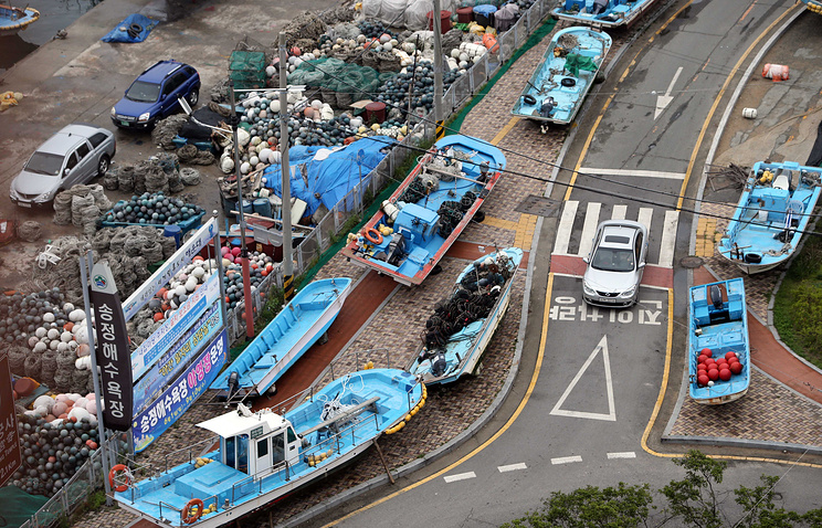South Korean fishing boats take shelter ashore as Typhoon Neoguri approaches
