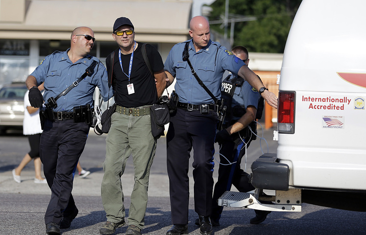 Getty Images photographer Scott Olson is arrested in Ferguson