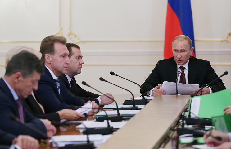 Right to left: President Vladimir Putin, Prime Minister Dmitry Medvedev, Deputy PM Igor Shuvalov, Deputy PM Dmitry Kozak