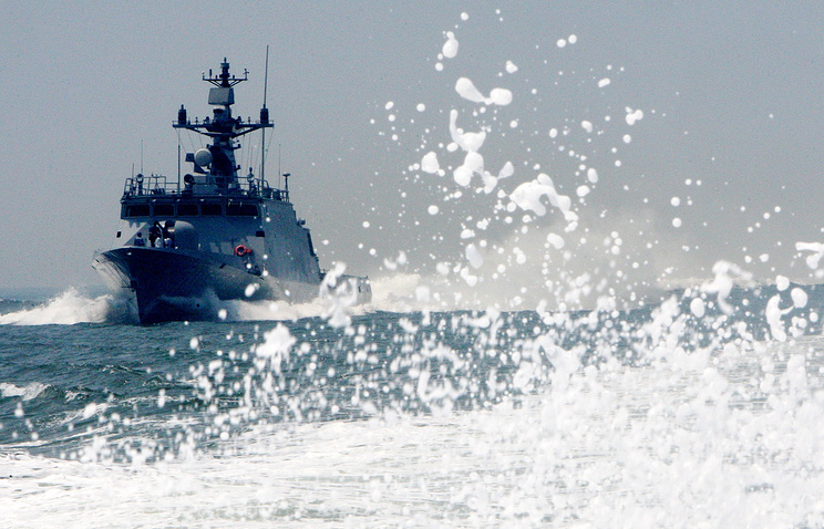 A South Korean destroyer patrolling waters near the sea border with North Korea (archive)