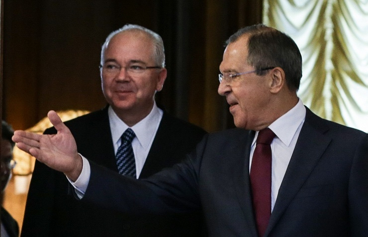 Venezuelan Foreign Minister Rafael Ramirez (L) and Russian Foreign Minister Sergey Lavrov (R)