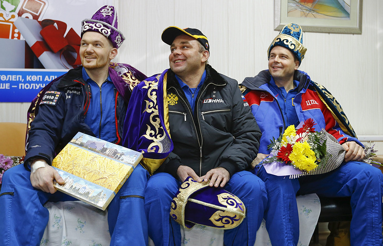 Alexander Gerst (L) of Germany, Maxim Surayev (C) of Russia and Reid Wiseman (R) of the US