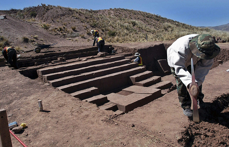 Archaeologics workers in Bolivia (archive)
