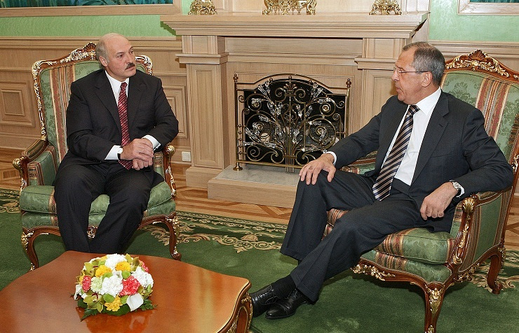 Belarusian President Alexander Lukashenko and Russian Foreign Minister Sergey Lavrov (archive)