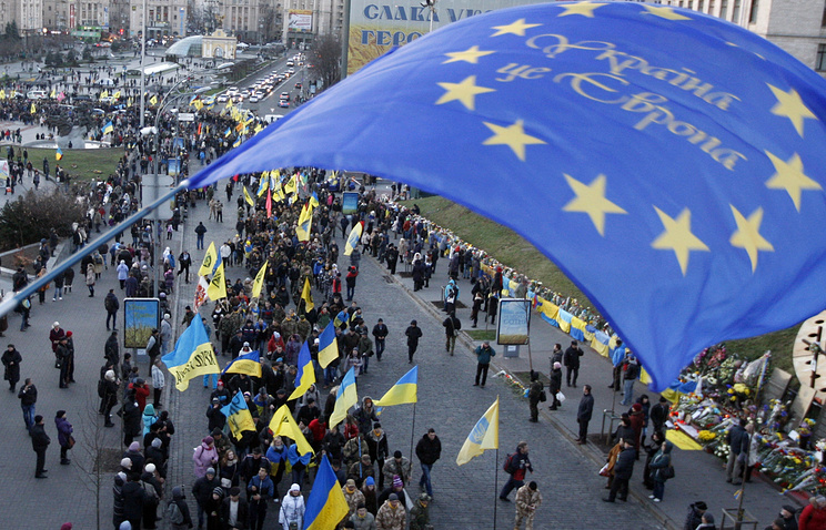 Kiev residents march to mark anniversary of Euromaidan