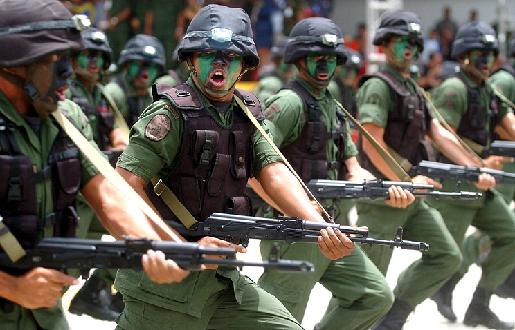 Venezuelan soldiers carrying Russian Kalashnikov AK-103 rifles