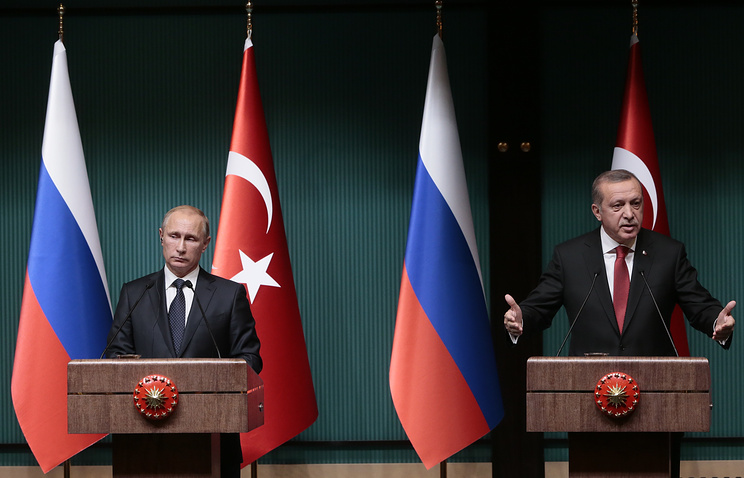 Russia's president Vladimir Putin and Turkey's president Recep Tayyip Erdogan at a joint press conference (archive)