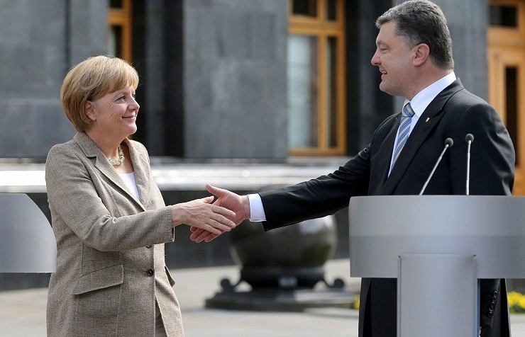 Ukrainian President Pyotr Poroshenko and German Federal Chancellor Angela Merkel
