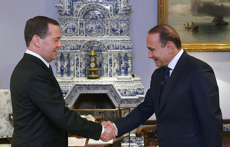 Prime ministers of Russia and Armenia Dmitry Medvedev and Ovik Abramian