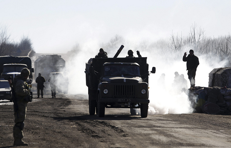 Ukrainian servicemen leaving territory around Debaltsevo, Donetsk area, Ukraine