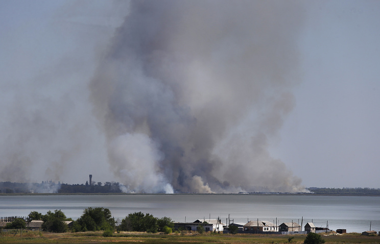 Smoke rises after shelling over the town of Novoazovsk, Aug. 2014