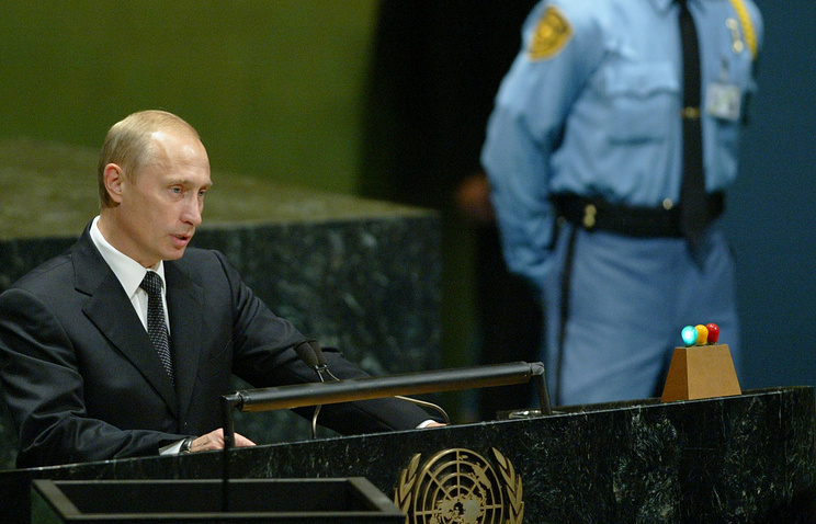 Vladimir Putin delivering a speech at the assembly in 2005