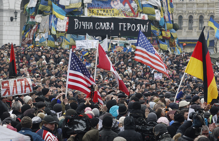 foreign flags seen at Independence Square in Kiev (archive)