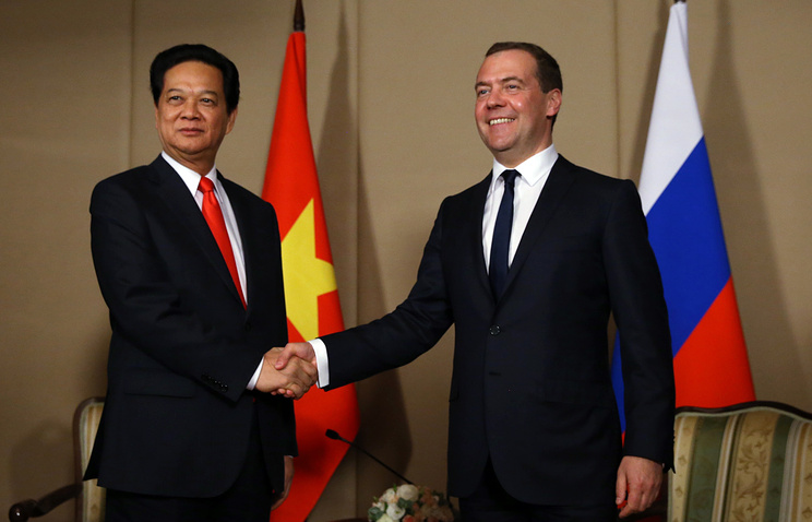 Russian Prime Minister Dmitry Medvedev and his Vietnamese counterpart Nguyen Tan Dung