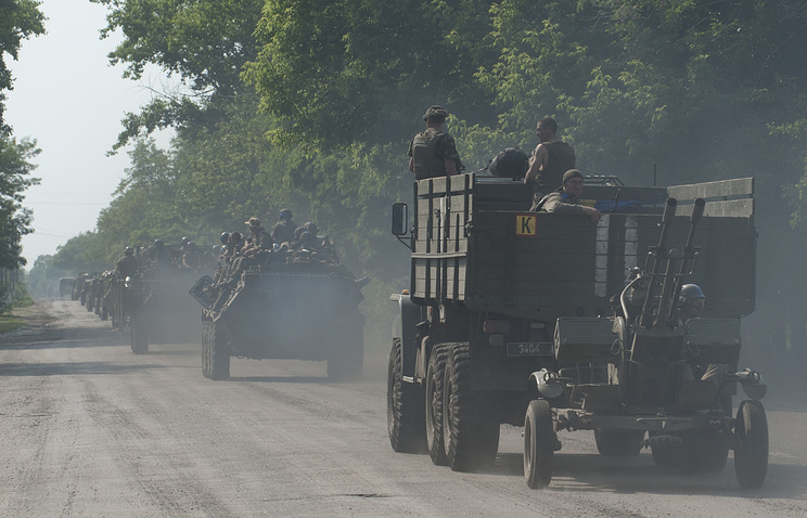 Ukrainian troops on the outskirts of Maryinka