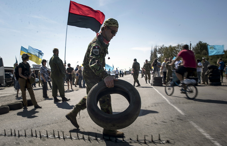Member of a Right Sector nationalist group trying to block a road heading towards Crimea