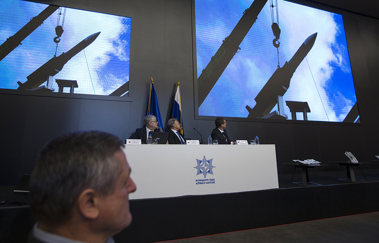 Almaz-Antei CEO Yan Novikov (center) looking at the screen during a news conference in Moscow