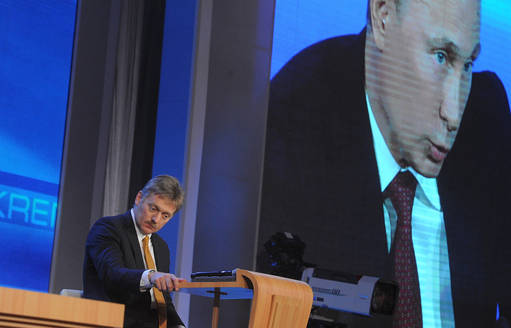 Dmitry Peskov during Vladimir Putin's press conference in 2012