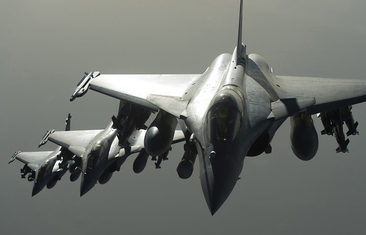 French army Rafale fighter jets flying towards Syria