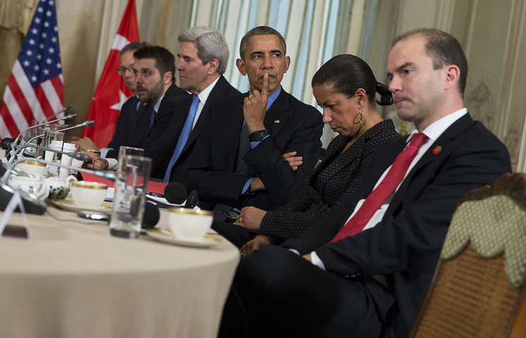 US President Barack Obama and Ben Rhodes, Deputy National Security Advisor (front)