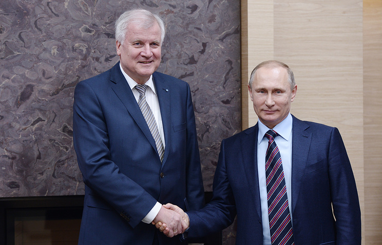 Prime minister of the German federal land of Bavaria, Horst Seehofer and Russian President Vladimir Putin