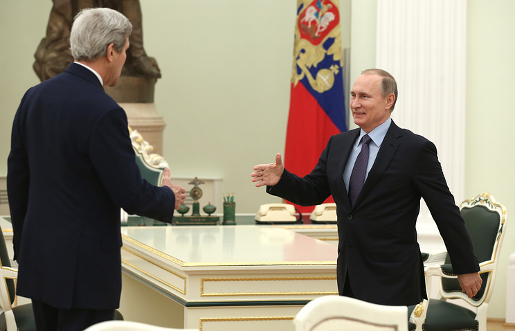 US State Secretary John Kerry and Russian President Vladimir Putin (archive)
