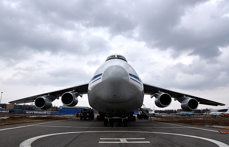 An-124 strategic airlift aircraft