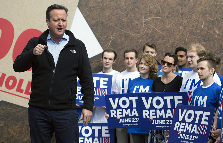 British Prime Minister David Cameron with supporters of the 'Stronger In' campaign which urging Britons to vote to stay in the European Union