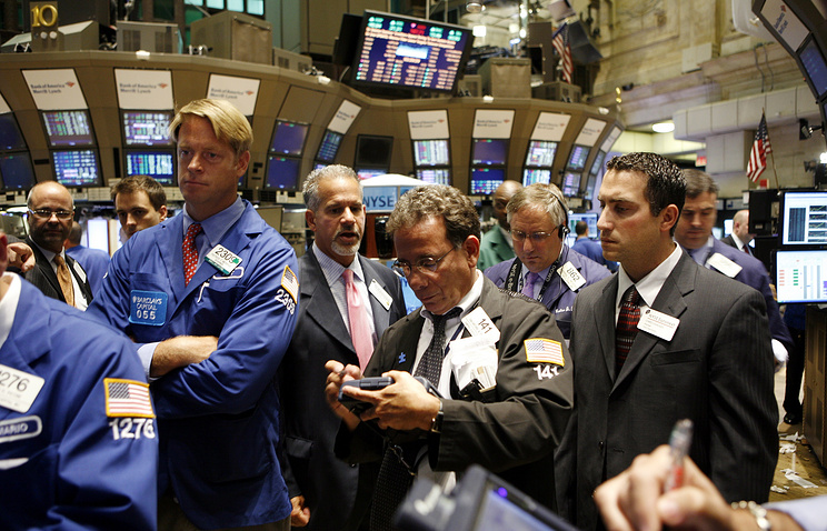 Brokers and specialists at the New York Stock Exchange (archive)