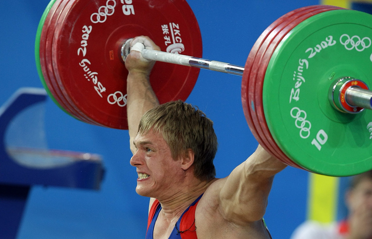 A Russian weightlifter at the Olympivs in 2008 (archive)