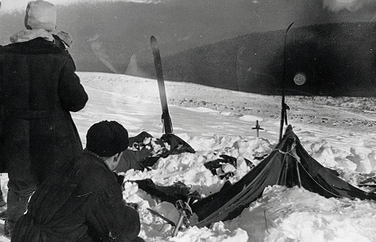 A view of the tent as the rescuers found it on February 26, 1959: the tent had been cut open from inside, and most of the skiers had fled in socks or barefoot