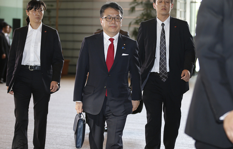 Japan's Minister of Economy, Trade and Industry Hiroshige Seko (center)