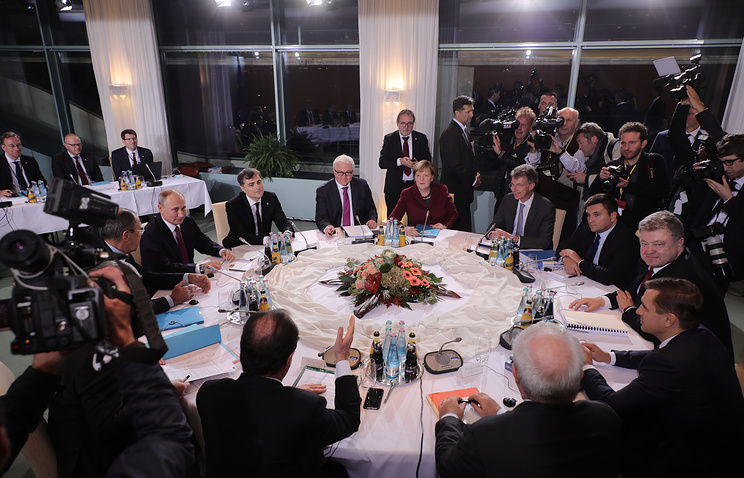 German chancellor Angela Merkel, German foreign minister Frank-Walter Steinmeier, Russia's president, Vladimir Putin, French president Francois Hollande and Ukraine' s president Petro Poroshenko at talks in Berlin