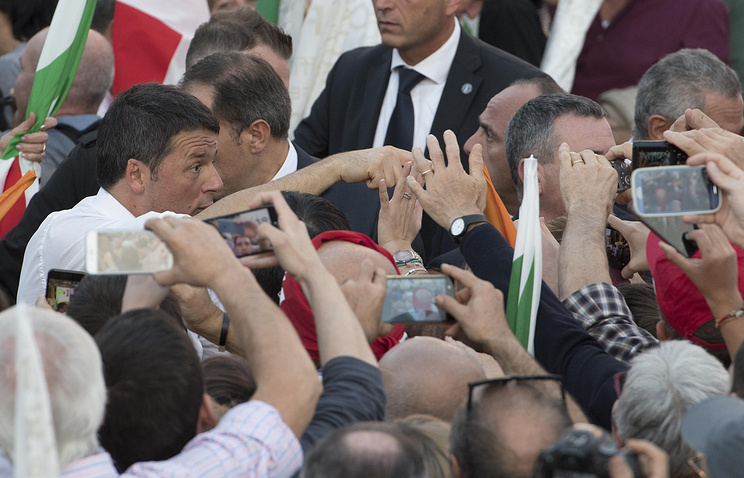 Italian Prime Minister Matteo Renzi participates in demonstration for the 'Yes' in the referendum on constitutional reform