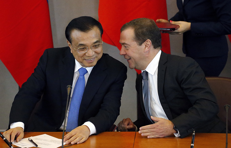 Chinese Premier Li Keqiang and Russian Prime Minister Dmitry Medvedev
