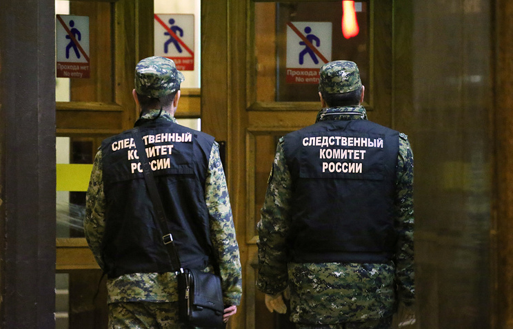 Russian Investigative Committee employees near Tekhnologichesky Institut metro station in St Petersburg