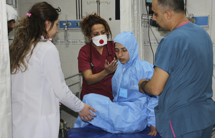 Turkish medics check a victim of alleged chemical weapons attacks in Syrian city of Idlib, at a hospital in Reyhanli, Turkey
