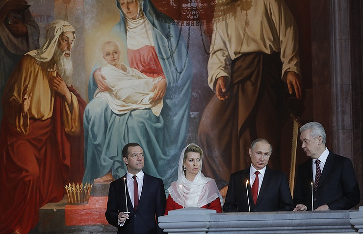 Russian Prime Minister Dmitry Medvedev with his wife Svetlana, President Vladimir Putin and Moscow Mayor Sergei Sobyanin