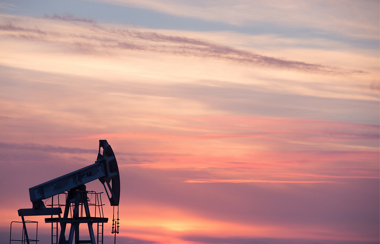 Oil prices face second weekly loss as oversupply lingers