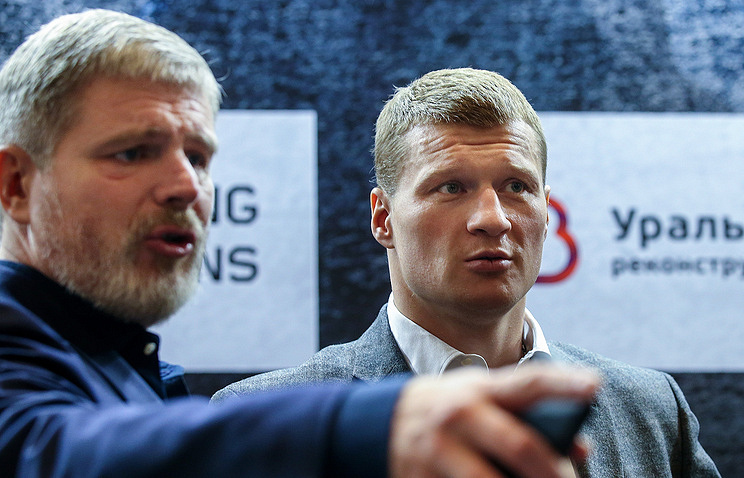 Andrey Ryabinsky (left) and Alexander Povetkin (right)
