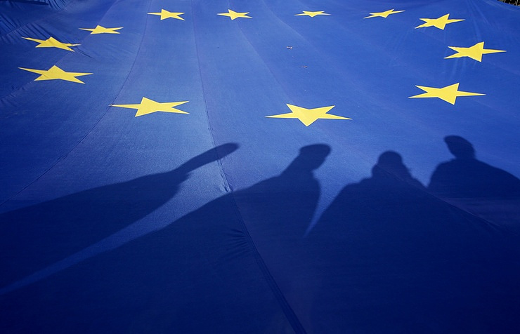 European Union  extends Russian Federation  sanctions over Ukraine crisis class=