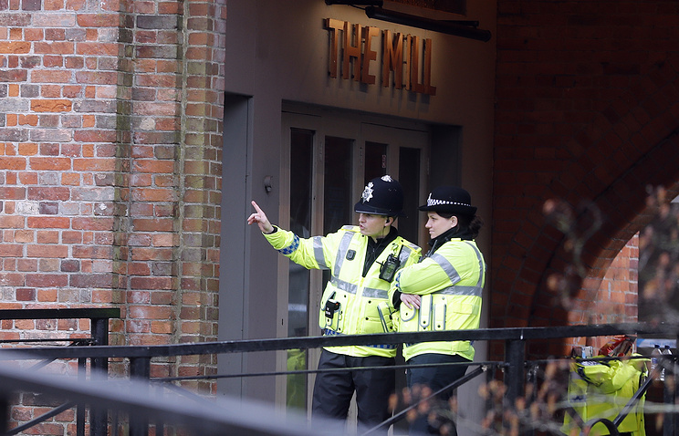 Police officers stand near to the area where Sergei Skripal and his daughter were found