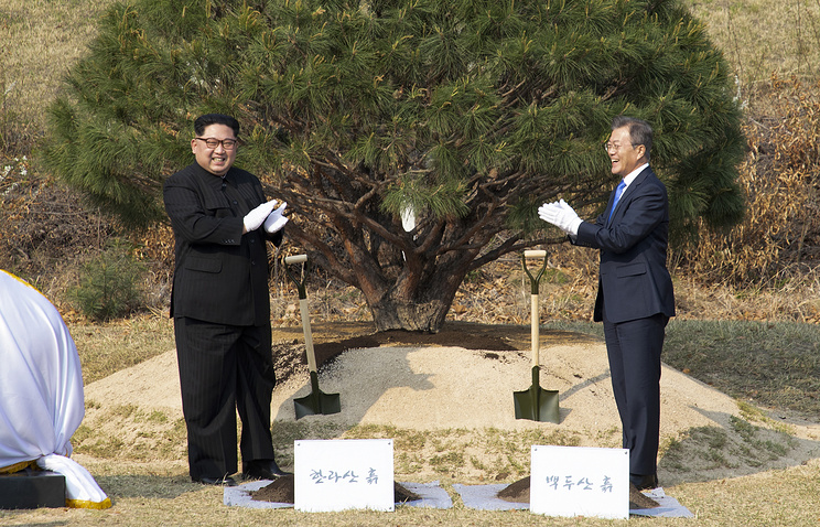 North Korean leader Kim Jong-un and South Korean President Moon Jae-in
