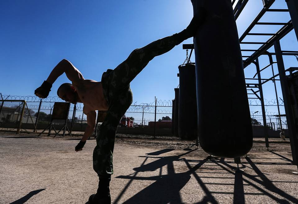 A Russian soldier training at an outdoor gym at Hmeimim airbase, February 24, 2016 Valery Sharifulin/TASS
