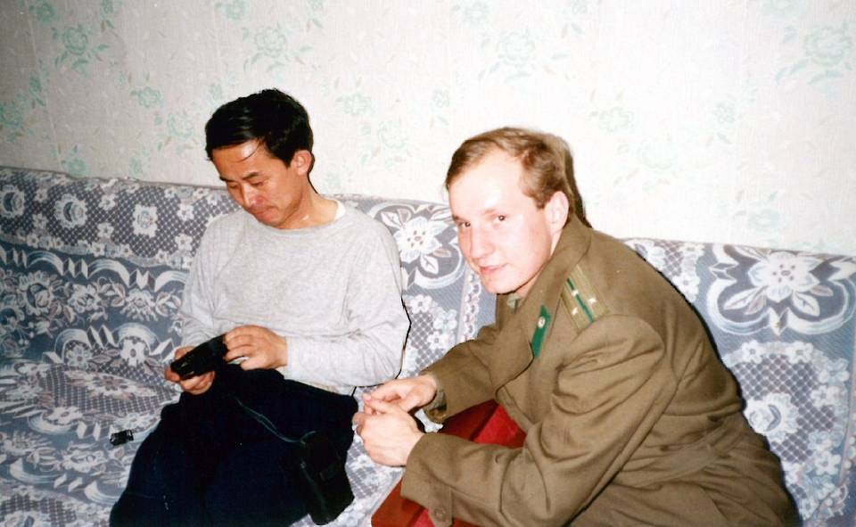 Sergei Chebotarev is seen during negotiations on the demarcation of the Russian-Chinese border with one of the Jilin province leaders, China, 1992 Personal archive of Sergei Chebotarev