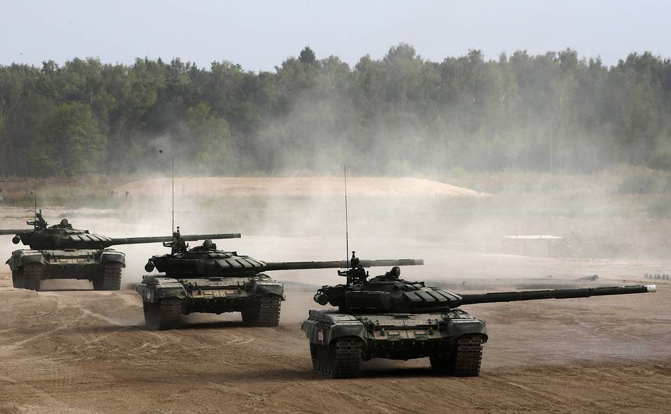 Russian T-90 tanks drive during the Army 2017 International Military Technical Forum in Alabino, Moscow region, Russia, 22 August 2017. The Army 2017 International Military Technical Forum are held from 22 August to 27 August EPA/YURI KOCHETKOV